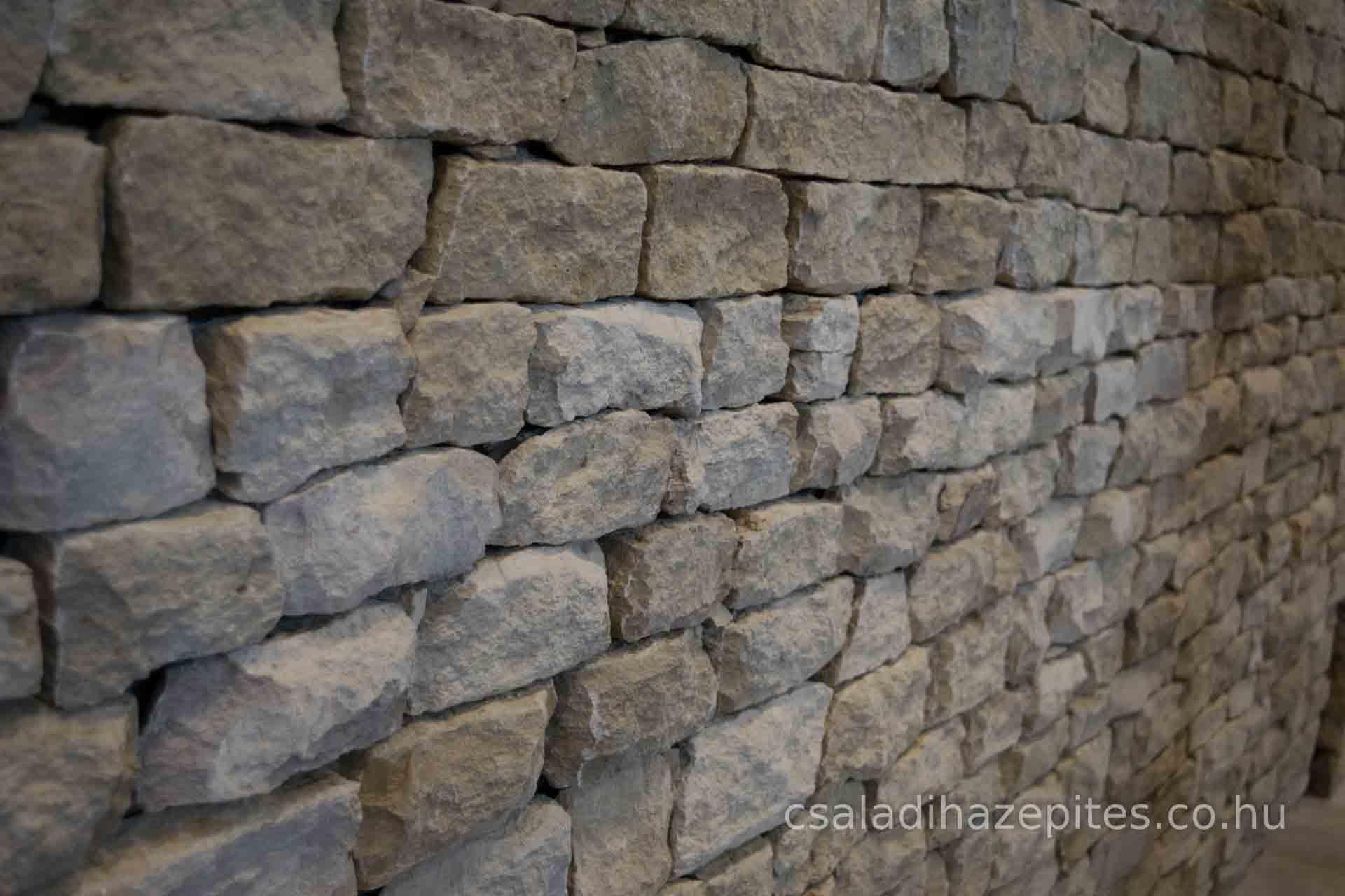 Kő falburkolat